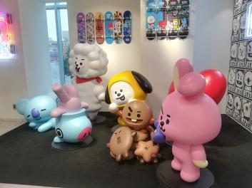 Les personnages de BT21 dans le magasin de Line !
